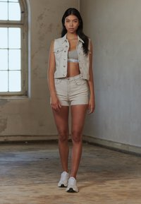 Calvin Klein Jeans - ARCHIVE VEST - Smanicato - bleach grey - 3