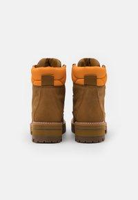 Timberland - COURMAYEUR HIKER WP - Snørestøvletter - medium brown - 3