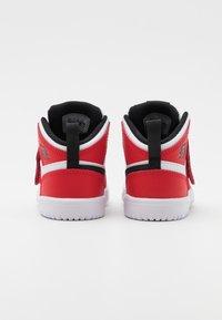 Jordan - SKY 1 UNISEX - Basketbalové boty - white/black/university red - 2