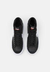 Nike Sportswear - BLAZER MID '77 UNISEX - High-top trainers - black/white/team orange - 3