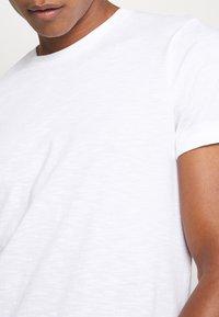 Burton Menswear London - 3 PACK - T-shirt - bas - white - 5