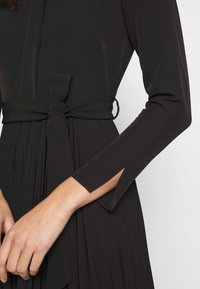 Closet - PLEATED SHIRT DRESS - Shirt dress - black - 5