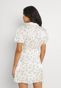Sister Jane - GAME FLORAL MINI DRESS - Shirt dress - ivory - 2