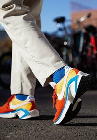 Nike Sportswear - D/MS/X WAFFLE - Tenisky - mantra orange/white/laser orange/photo blue/sail - 2