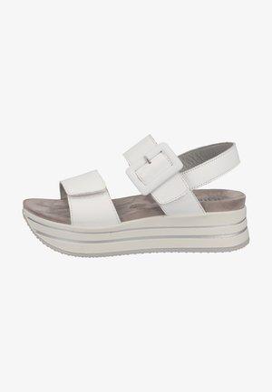 Sandały na platformie - bianco