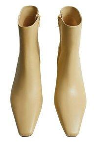 Violeta by Mango - LARA - Classic ankle boots - ecru - 4