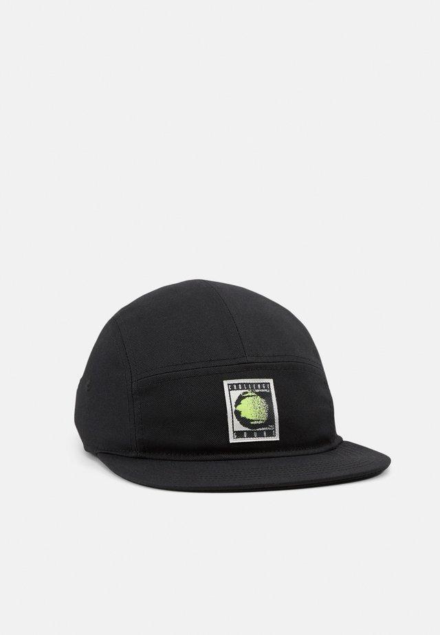 CHALLENGE UNISEX - Caps - black