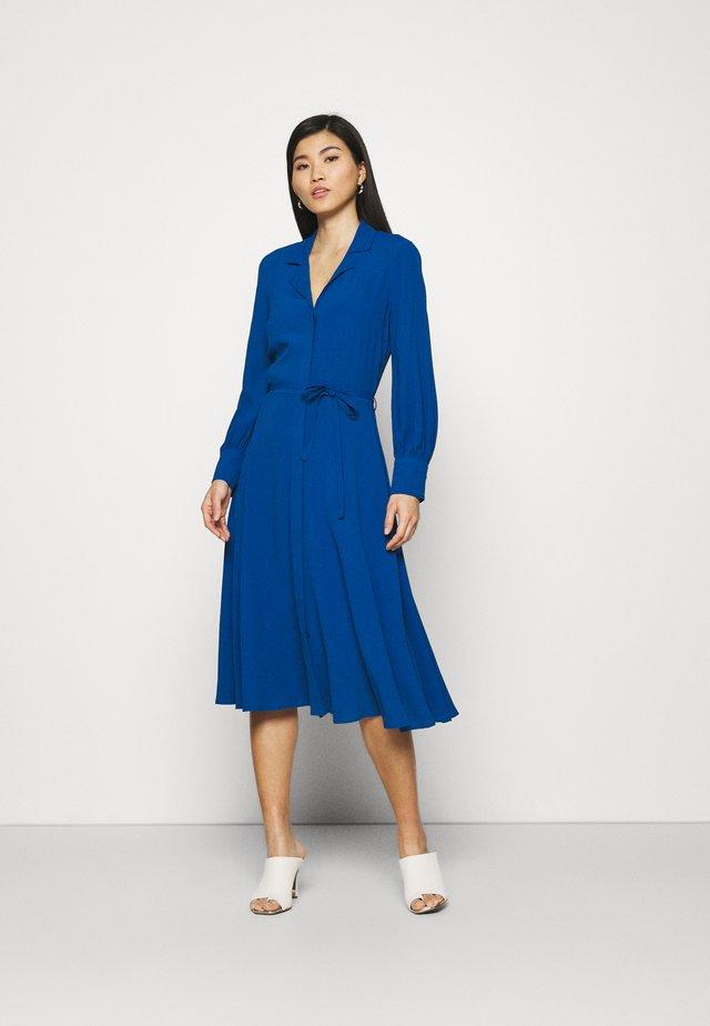SHIRT DRESS 2-IN-1 - Maxiklänning - blue