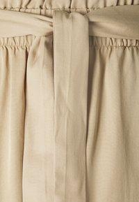 TOM TAILOR DENIM - SOFT RELAXED - Shorts - dune beige - 2