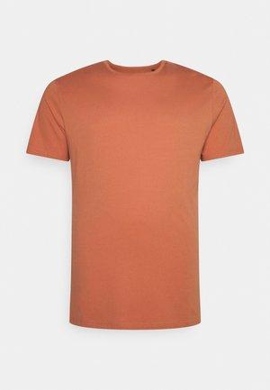 ESSENTIAL LONGLINE SCOOP TEE - Basic T-shirt - terracotta