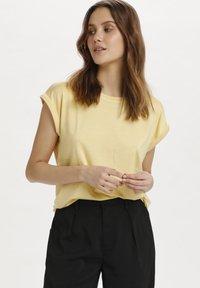 Saint Tropez - Basic T-shirt - straw - 0