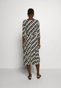Wallis - BELTED JERSEY DRESS - Sukienka z dżerseju - mono - 0