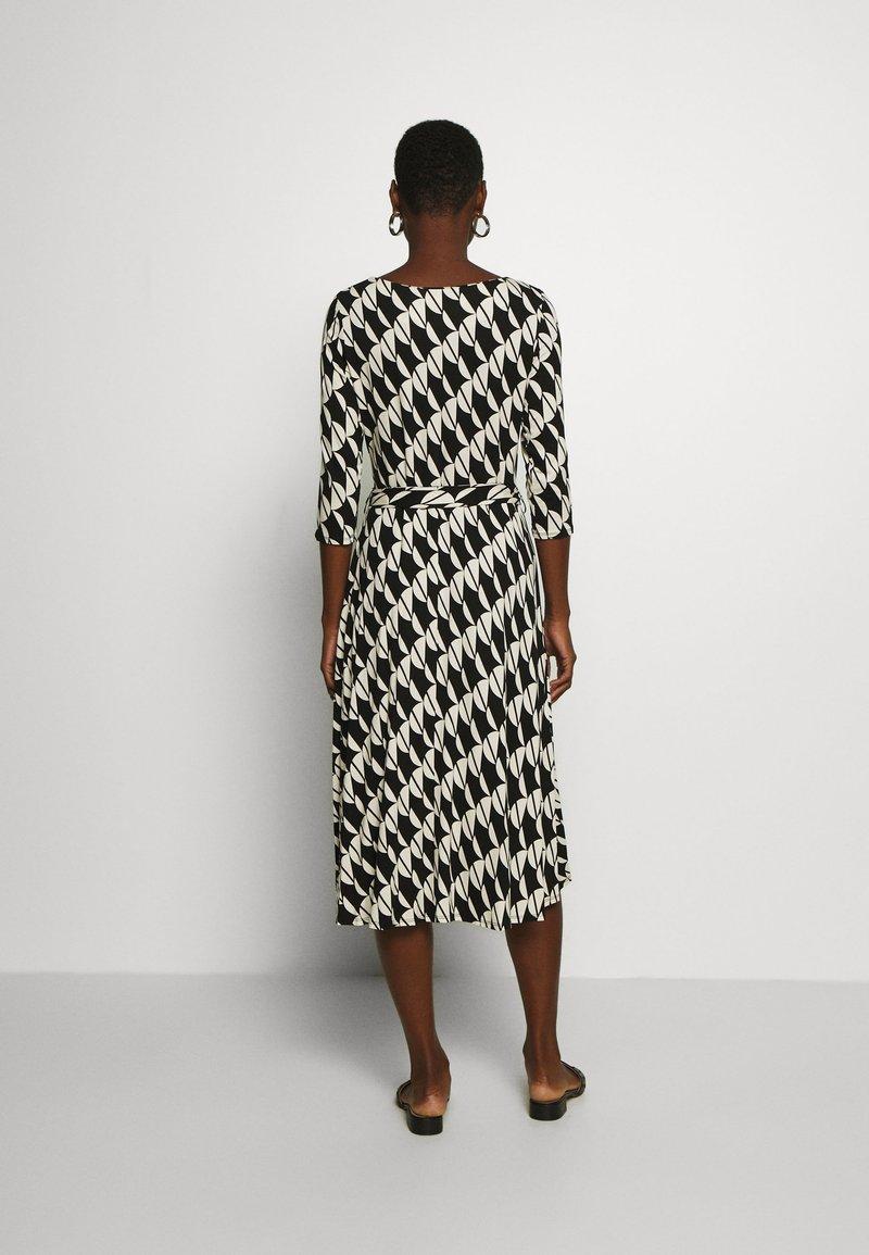 Wallis - BELTED JERSEY DRESS - Sukienka z dżerseju - mono