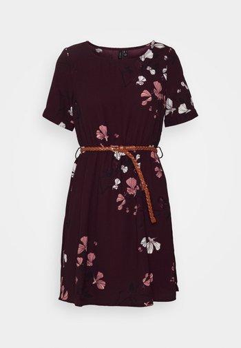 VMANNIE BELT SHORT DRESS - Kjole - winetasting/hallie