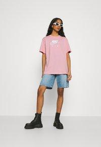 Nike Sportswear - AIR - T-shirt imprimé - pink glaze/white - 1