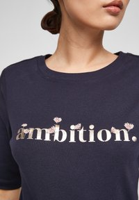 s.Oliver - Print T-shirt - navy ambition print - 4