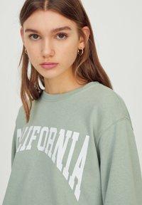 PULL&BEAR - Sweatshirt - light green - 3