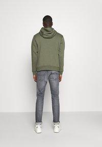 Nike Sportswear - CLUB HOODIE - Luvtröja - twilight marsh/white - 2