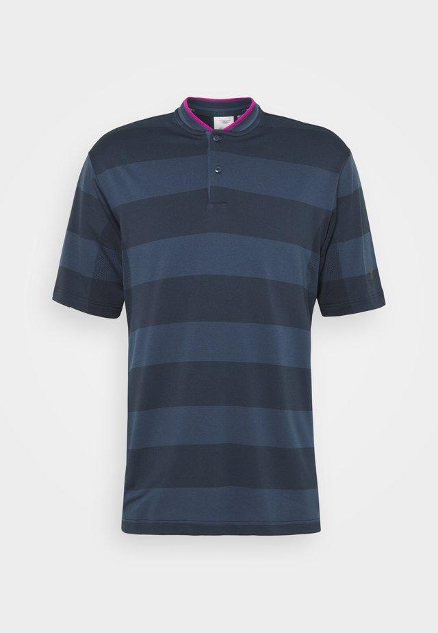 PRIME - T-shirt med print - crew navy/night indigo