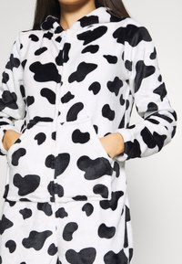 Loungeable - COW PRINT ALL IN ONE WITH EARS - Pyjamas - black/white - 5