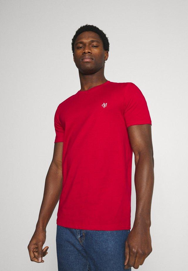SHORT SLEEVE - Jednoduché triko - scarlet