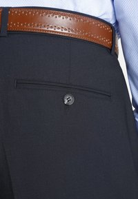Charles Colby - FINIAN - Suit trousers - dark blue - 4