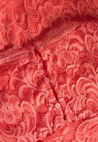MAMALICIOUS - MLNEWMIVANA CAP DRESS - Koktejlové šaty/ šaty na párty - georgia peach - 5