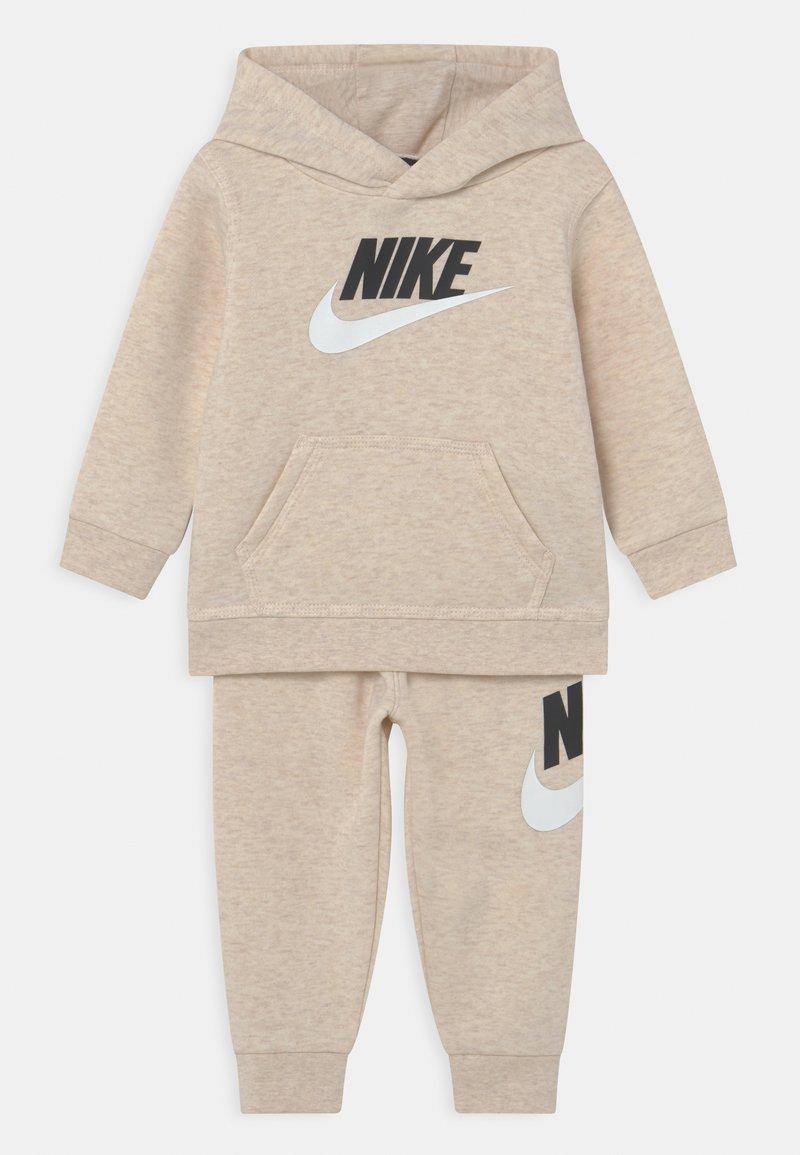 Nike Sportswear - HODIE SET UNISEX  - Tracksuit - cashmere heather