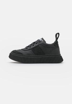 UNISEX - Sneakersy niskie - black