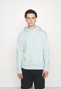 Nike Sportswear - CLUB HOODIE - Sweatshirt - pistachio frost - 0