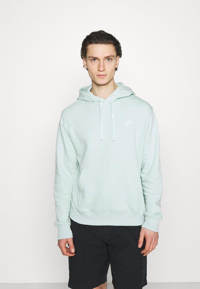 Nike Sportswear - CLUB HOODIE - Sweatshirt - pistachio frost