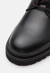 HUGO - ADVENTURER - Šněrovací kotníkové boty - black - 5
