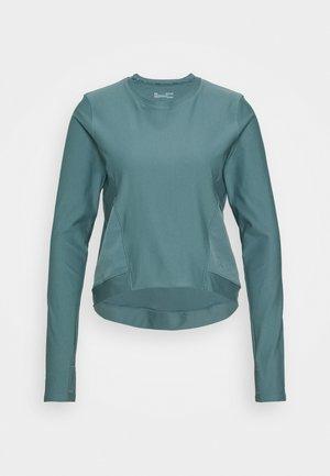 RUN ANYWHERE CROPPED - Funkční triko - lichen blue