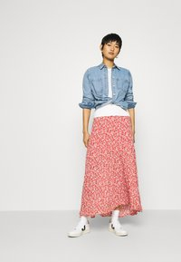 Abercrombie & Fitch - TIERED HIGH SLIT MAXI SKIRT - Maxi sukně - red - 1