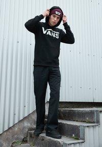 Vans - CLASSIC - Bluza z kapturem - black/white - 3