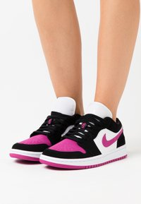 Jordan - AIR 1 - Joggesko - black/cactus flower/white - 0