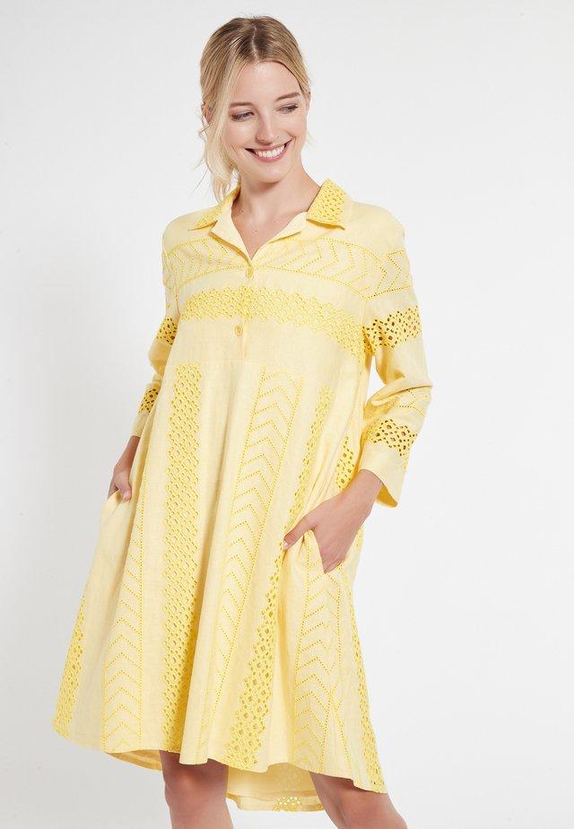CAHLI - Korte jurk - gelb