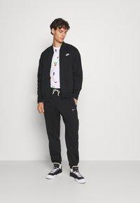 Nike Sportswear - M NSW CLUB - Collegetakki - black/white - 1