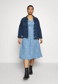 Cotton On Curve - CURVE WOVEN PUFF SLEEVE MIDI DRESS - Sukienka koszulowa - daisy parisian blue - 1