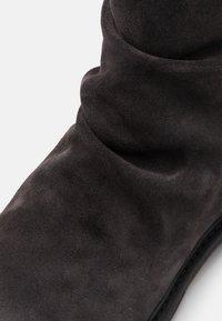 Jack & Jones - JFWRUKKA ZIP BOOT PIRATE - Classic ankle boots - pirate black - 5