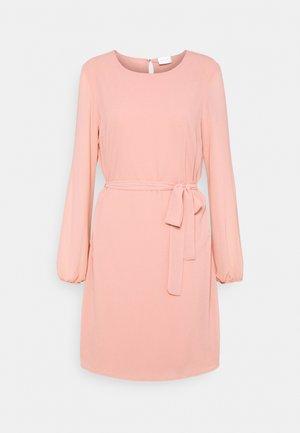 VIGLAMY TIE BELT SHORT DRESS - Robe d'été - misty rose