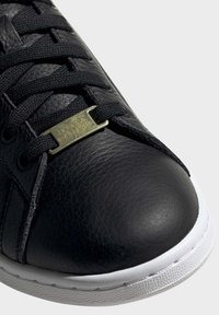 adidas Originals - STAN SMITH SHOES - Sneakersy niskie - black - 8