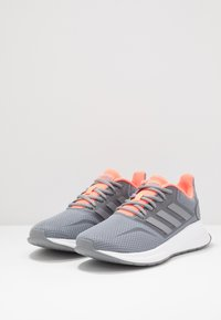 adidas Performance - RUNFALCON - Obuwie do biegania treningowe - grey/signal coral - 2