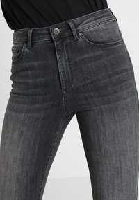 Vero Moda - VMSOPHIA  - Jeans Skinny Fit - dark grey denim - 4