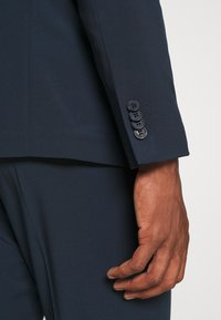 Isaac Dewhirst - THE RELAXED SUIT - Suit - dark blue - 9