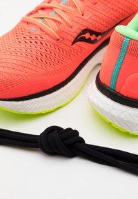 Saucony - TRIUMPH 18 - Neutral running shoes - mutant - 5