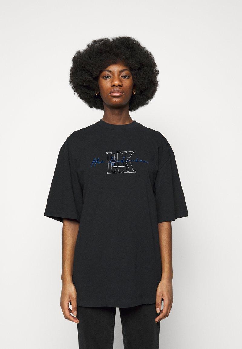 Han Kjøbenhavn - BOYFRIEND TEE - Print T-shirt - faded black