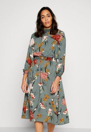ONLELEONORA SMOCK DRESS - Vapaa-ajan mekko - balsam green