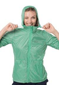 Jack Wolfskin - BREATHER W - Waterproof jacket - pacific green - 2