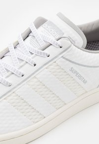 adidas Originals - SUPERSTAR SPORTS INSPIRED SHOES UNISEX - Trainers - footwear white/offwhite/grey two - 5